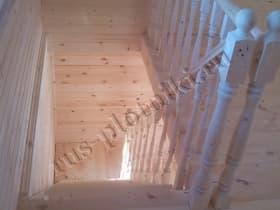 лестница с заходными столбами, фигурным поручнем, точёными балясинами
