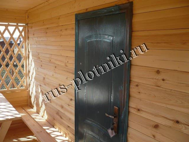 входные двери в брусовой дом