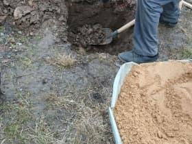 Разметили основание и начали выбирать грунт под тумбы фундамента.
