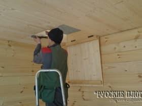 По дополнительному пожеланию заказчика, устраиваем в потолке люк на чердак.